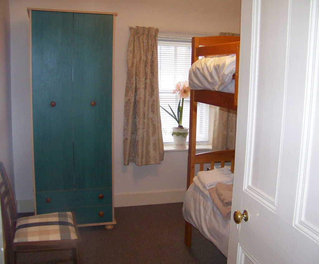 Redfield Cottage, self-catering in Montrose, adult-sized bunk beds